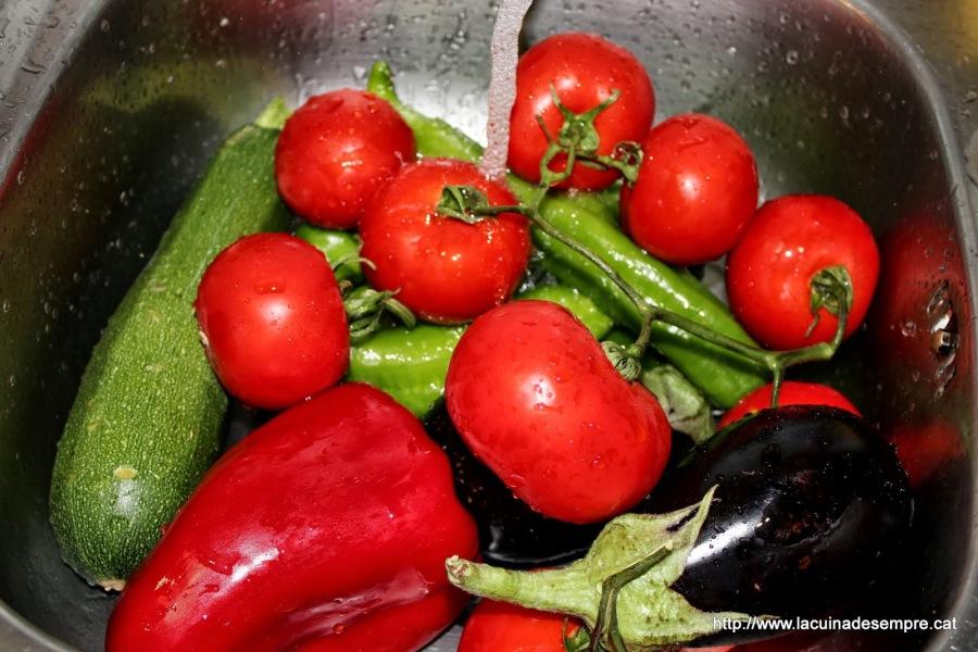 pebrots, tomaques, alberginies