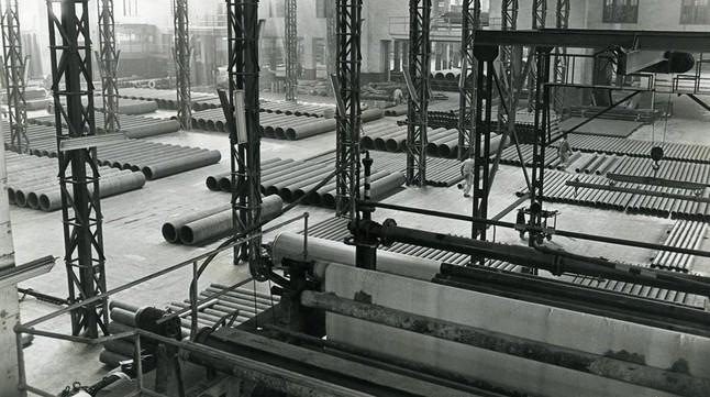La fábrica de Uralita en Cerdanyola del Vallès, donde se trabajaba con amianto, a principios de los 80.